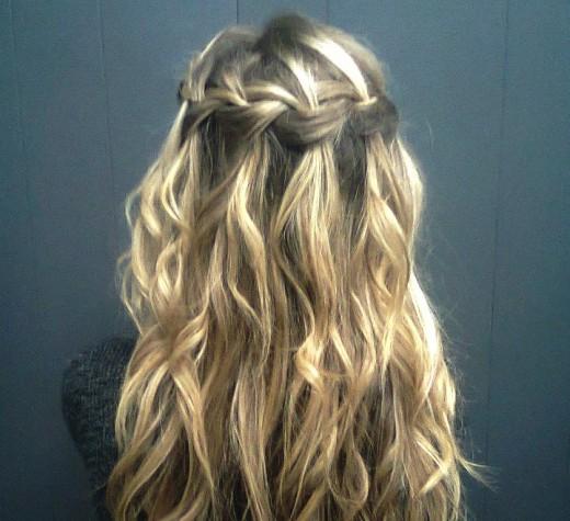 Как заплести красивую косу-водопад. Пошаговая инструкция