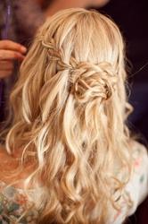 причёска с косой водопад