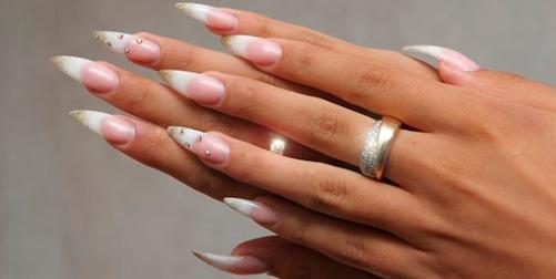 белый френч на острые ногти с рисунком